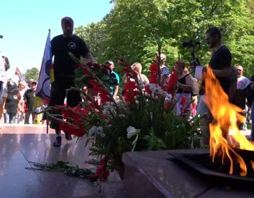 Ове Шаттауер и гости из Германии возложили цветы к Вечному огню