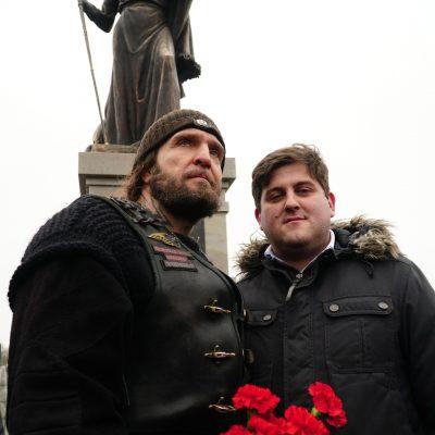 Хирург: Перед началом церемонии  открытия памятника мне удалось представить и познакомить Милоша с А.А. Прохановым.