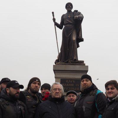 Вчера, 7 декабря, в г. Александров Владимирской обл после двух лет мытарств установлен памятник Ивану Грозному.