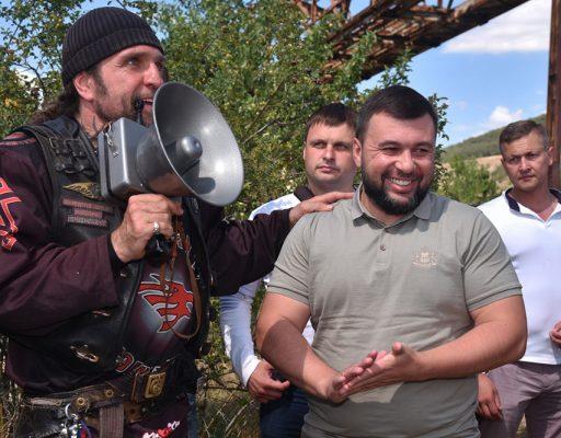 Денис Пушилин и Александр Залдастанов посадили дерево на аллее Русской весны у подножия Гасфорты